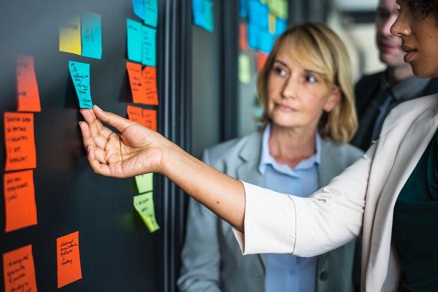 adult-brainstorming-businesspeople-1532191